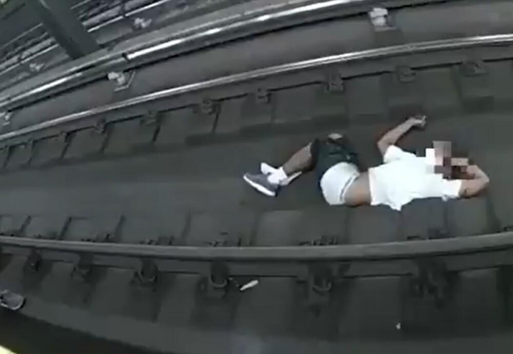 Hombre cayó a las vías del metro de Nueva York
