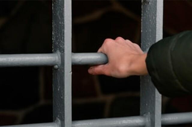 Muchos de los reclusos agredidos cayeron al suelo, gritaron e intentaron escapar gateando